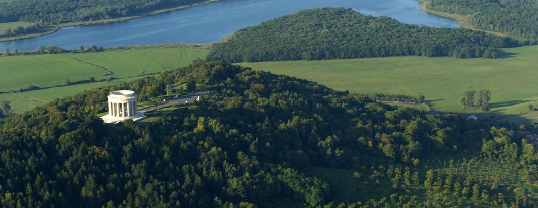 La butte de Montsec et le lac de Madine